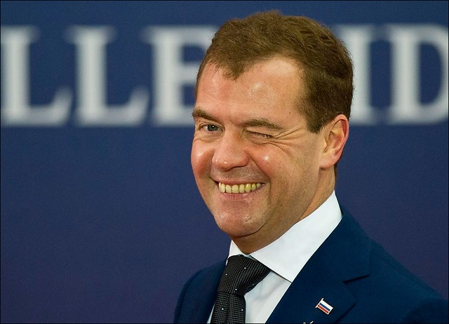 Медведев намекнул о возможном переходе россиян на четырехдневную рабочую неделю
