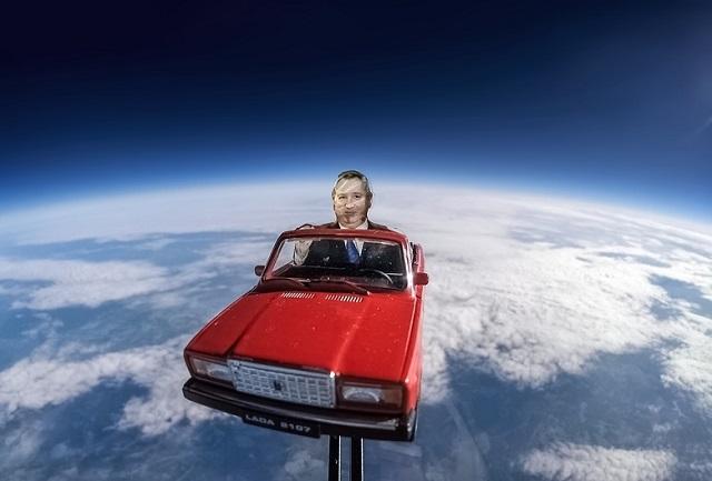 Берегись, Илон Маск! За тобой в космос выехал Дмитрий Рогозин (2 фото + видео)