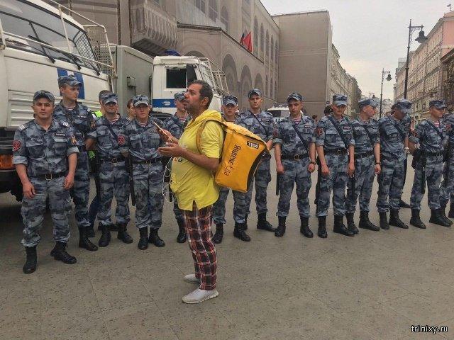 Марш в поддержку Ивана Голунова в Москве. Задержания и столкновения с силовиками (4 фото + 14 видео)