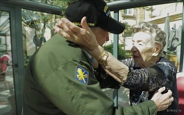 Ветеран Второй мировой встретился с первой возлюбленной, которую потерял 75 лет назад (6 фото)