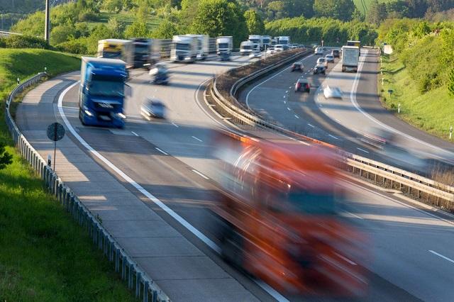 Новый ГОСТ: на скоростных автотрассах можно будет разгонятся до 130 км/ч