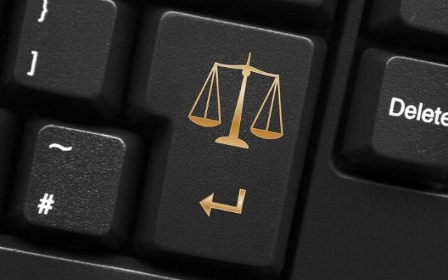 Равноправие. Чиновников хотят штрафовать за оскорбления в Интернете