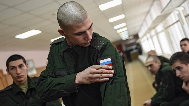 Левада-центр: больше половины россиян считают, что каждый мужчина обязан отслужить в армии