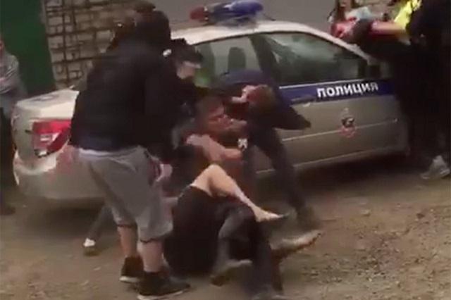 Парни из Заринска устроили пьяную драку с полицейскими