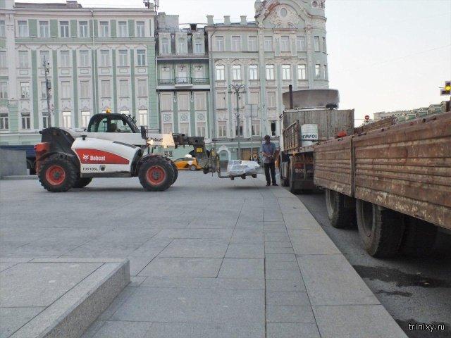 Лестницу Российской государственной библиотеки опять начали ремонтировать. 3 года назад на работы ушло 3,4 млрд рублей (5 фото)