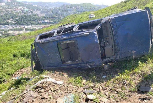 Жуткая авария во Владивостоке. Удивительно, но все остались живы (5 фото)