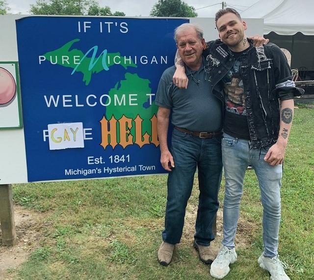 """В США блогер выкупил городок с говорящим названием """"Hell"""" и переименовал его в """"Gay Hell"""""""
