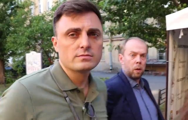 Глава петербургского муниципального округа Олег Смакотин оскорбил активиста и попал в полицию. Снова