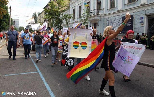 """В Киеве представители ЛГБТ провели """"Марш равенства""""  (17 фото)"""