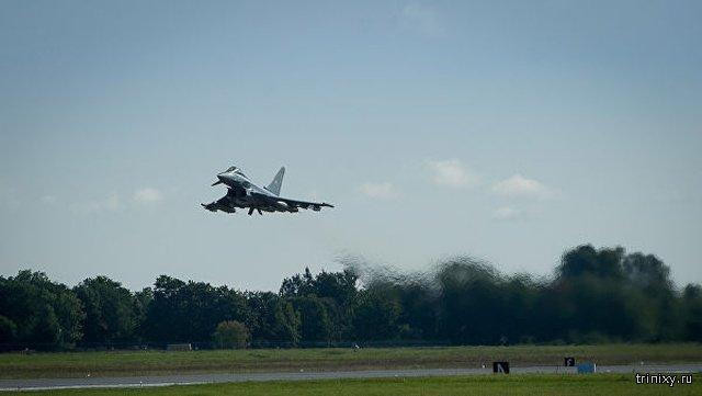В Германии два истребителя Eurofighter столкнулись в воздухе (фото + 2 видео)
