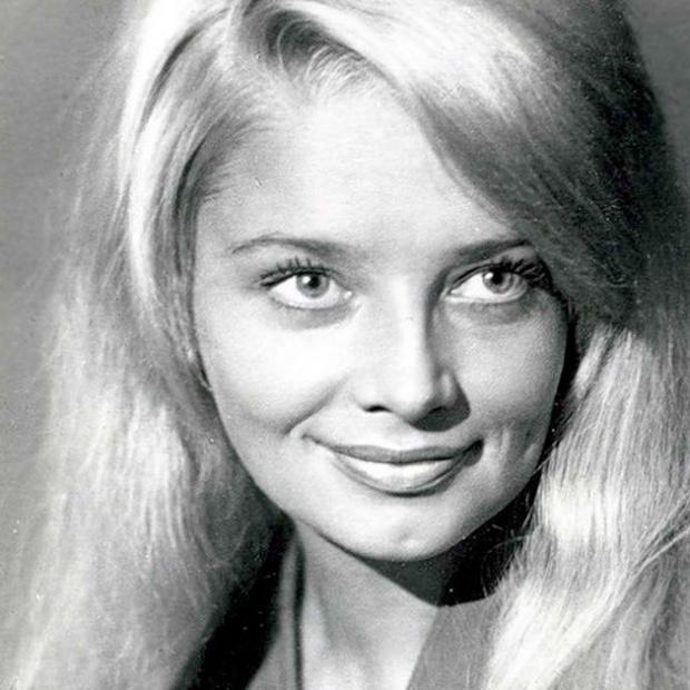 Обворожительные звезды советского кино (13 фото)