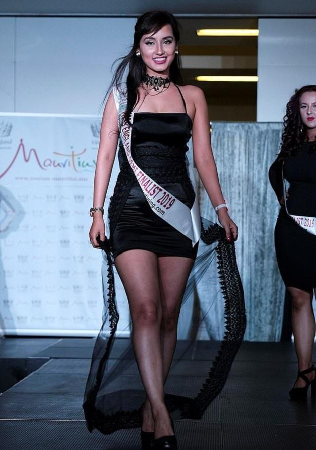 """Участницы конкурса """"Мисс Англия"""" показали, как они выглядят без макияжа (12 фото)"""