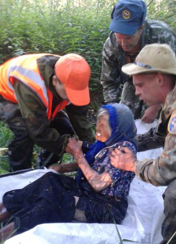 Чудесное спасение бабушки в Тверской области (3 фото)