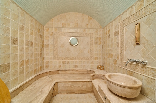 В Челябинской области продается особняк с интересной особенностью (2 фото)