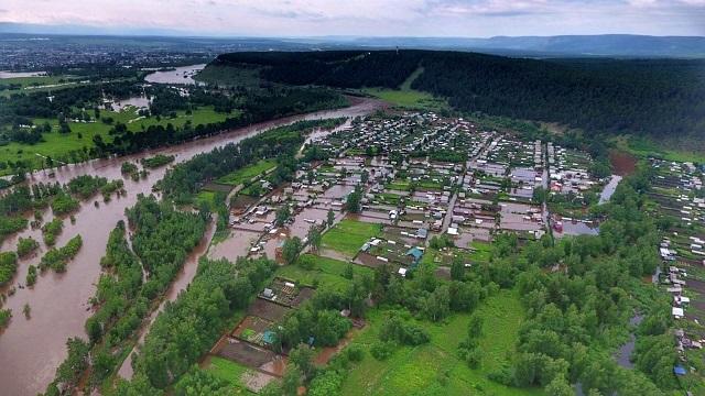 Из-за сильного наводнения поселки в Иркутской области оказались под водой (видео)