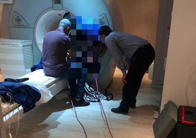 Металлические предметы и аппарат МРТ (2 фото)