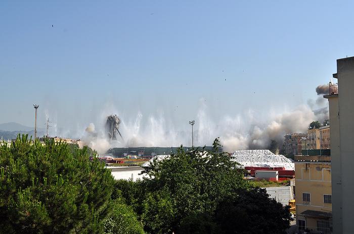 Запланированное разрушение моста Моранди (10 фото + видео)