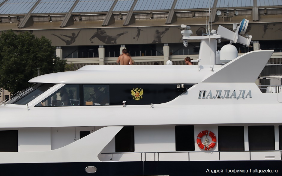 Фото с яхты патриарха кирилла