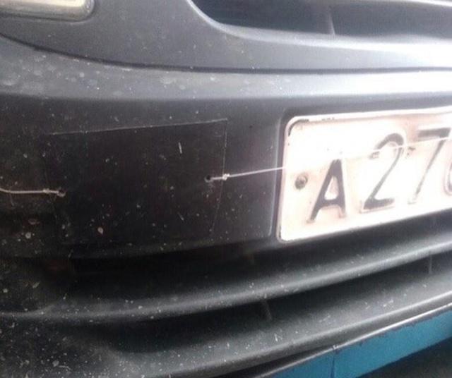 Загадка: для чего леска в салоне авто? (3 фото)