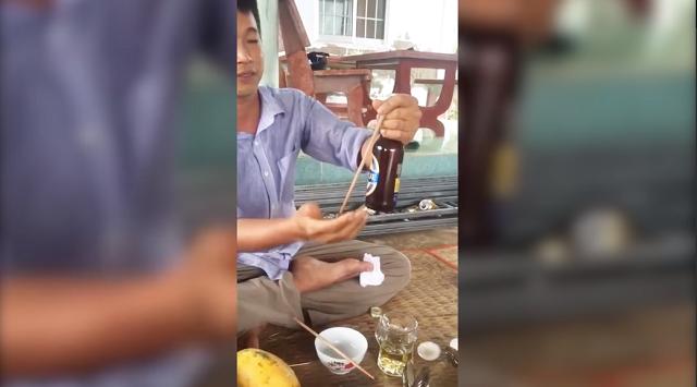 Как не надо открывать пиво, когда нет открывалки (2 фото + 2 видео)