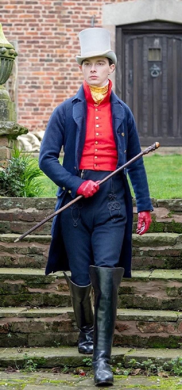 Парень из Англии бросил вызов современной моде и уже 10-й год носит одежду в стиле XIX века (10 фото)