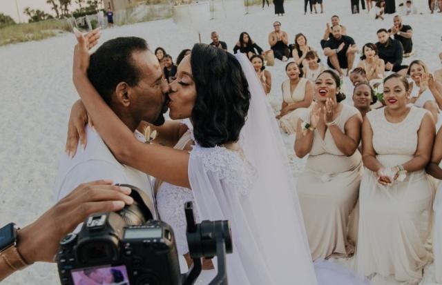 Свадьба, на которую пришло очень много подруг (11 фото)