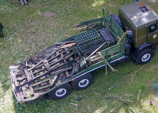 Салютная установка после взрыва фейерверка в Минске (4 фото)