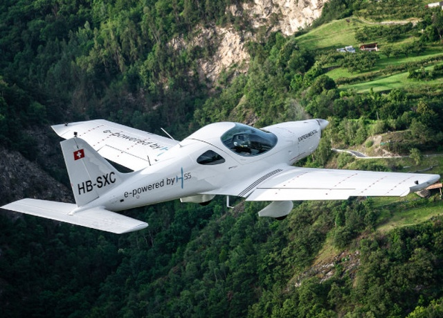 Полностью электрический самолет для подготовки пилотов (фото + видео)