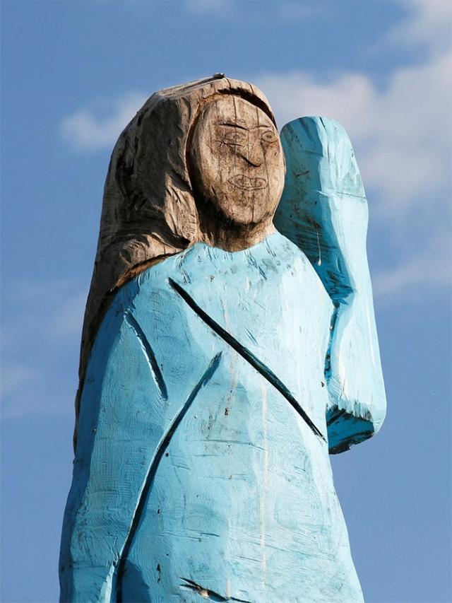 Статуя Мелании Трамп в Словении (5 фото)