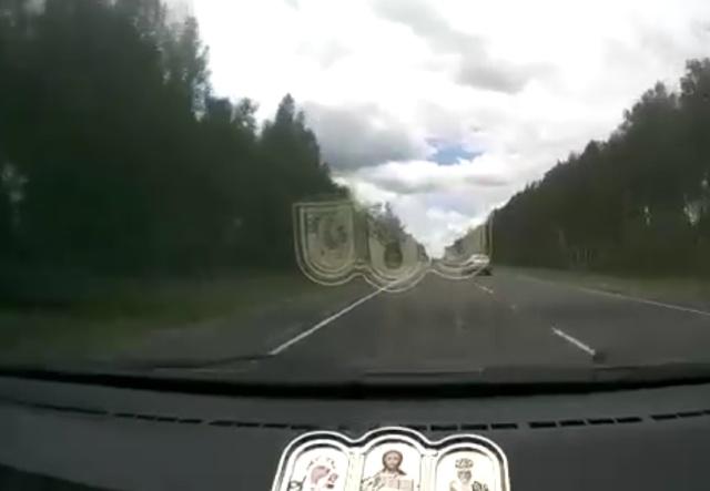 Улетел в кювет из-за водителя, который не посмотрел в зеркало