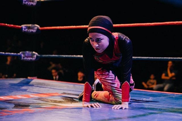 Девушка в хиджабе стала чемпионом по реслингу (6 фото + 2 видео)