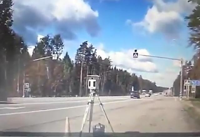 """Самый """"действенный"""" способ борьбы с частными камерами фиксации скорости"""