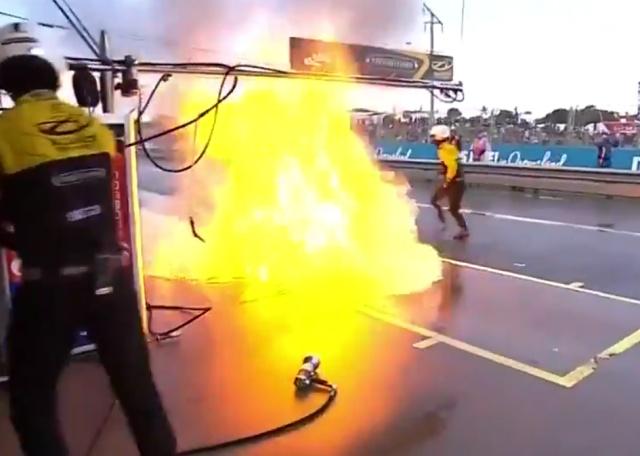 Страшный пожар на пит-стопе в Австралии
