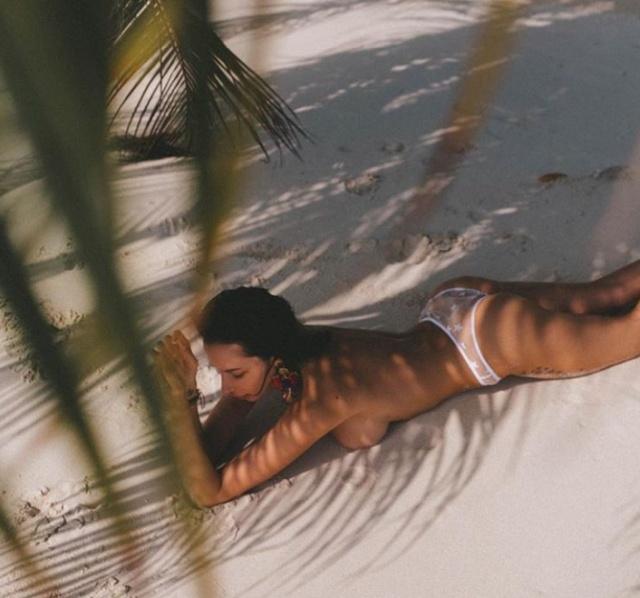 """Бывшая жена создателя """"Ералаша"""" Анна Грачевская публикует откровенные фото с Мальдив (10 фото + 3 видео)"""