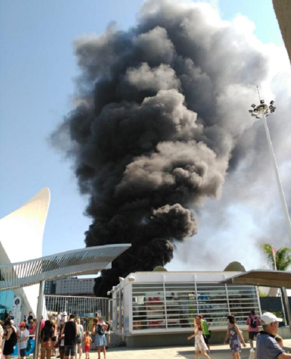 В Испании случился пожар в крупнейшем океанариуме Европы (3 фото + 3 видео)