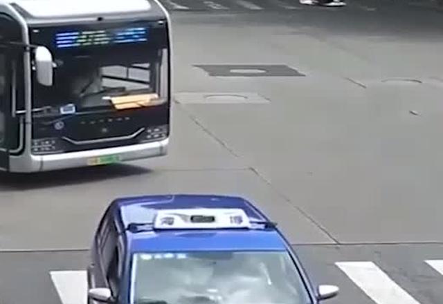 Китаец мчится на работу