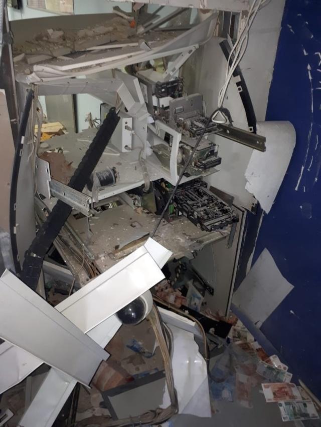 Грабитель взорвал банкомат ВТБ в Бийске (4 фото + видео)