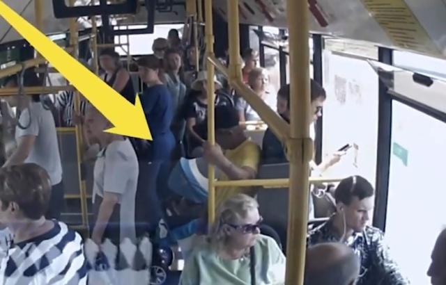 Яжемать выронила ребенка из коляски и обвинила в этом водителя автобуса
