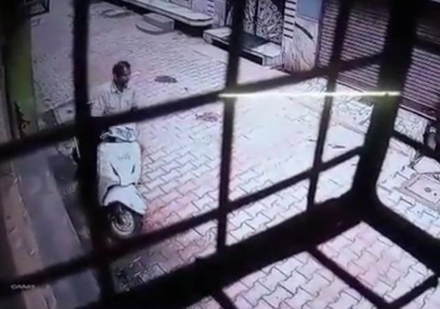 В Индии обезьяны набросились на мужчину