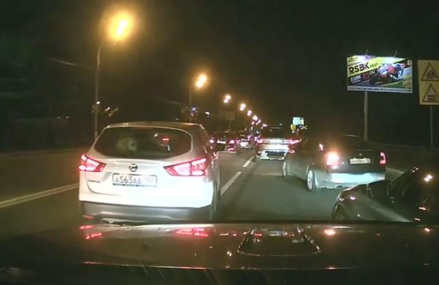 Когда на дороге встретились два упертых водителя
