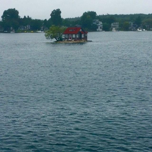 """Остров """" Just Room Enough Island"""" - маленький рай для мизантропов (8 фото)"""