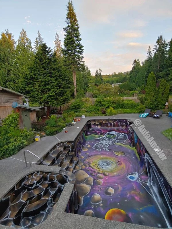Раскрашенный бассейн (6 фото)