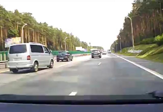 """Авария по вине """"дорожного учителя"""" на микроавтобусе (2 видео)"""