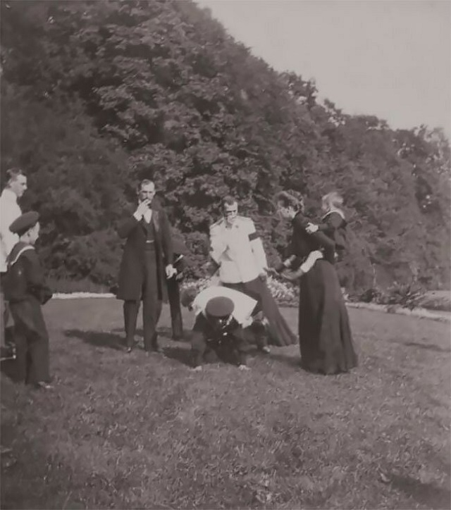 Вечерника Николая II и его друзей (16 фото)