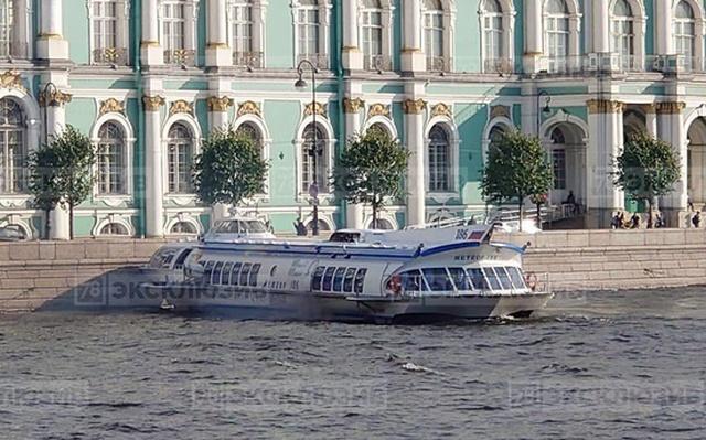 """""""Метеор"""" столкнулся с Дворцовой набережной в Санкт-Петербурге (2 фото + видео)"""