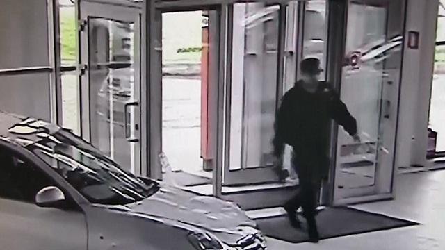В Ярославле вор в форме инкассатора украл 5 миллионов рублей в автосалоне