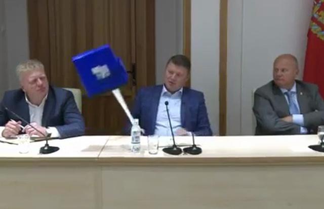 Мэр Красноярска Сергей Еремин раздал «подметалки-подгоняйки»