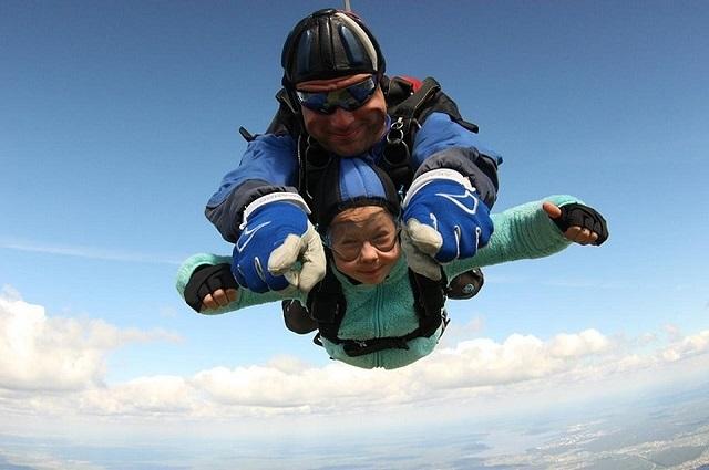 Каролина Черных - самая молодая парашютистка России