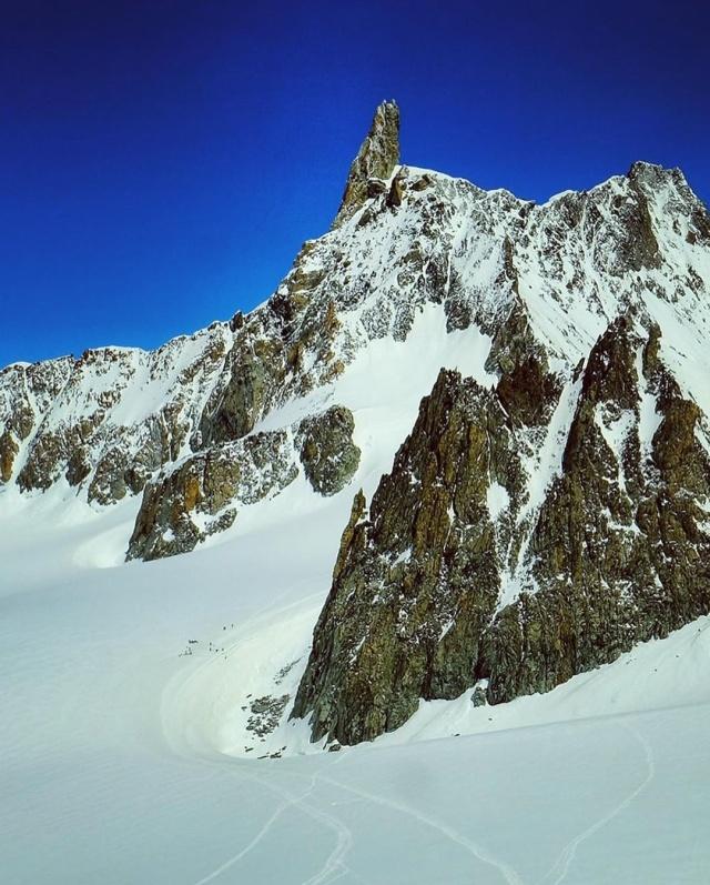 Глобальное потепление? Альпинист поделился фотографией из Альп (2 фото + видео)