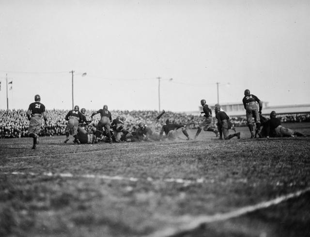 Опасный американский футбол начала XX века (19 фото)
